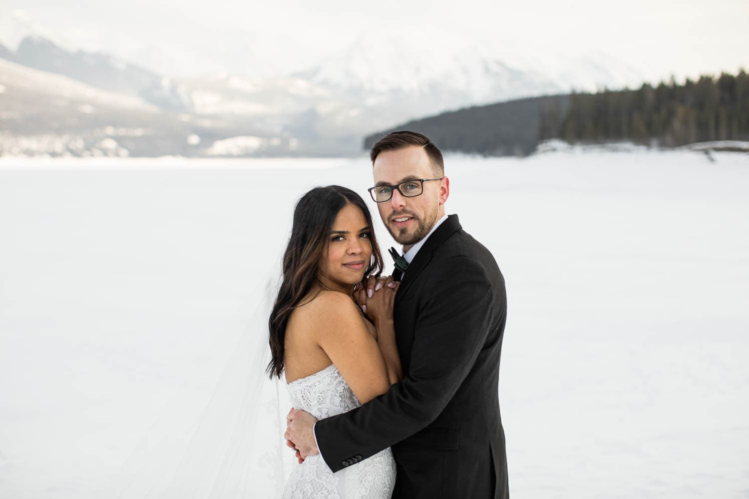 bride and groom in winter mountains