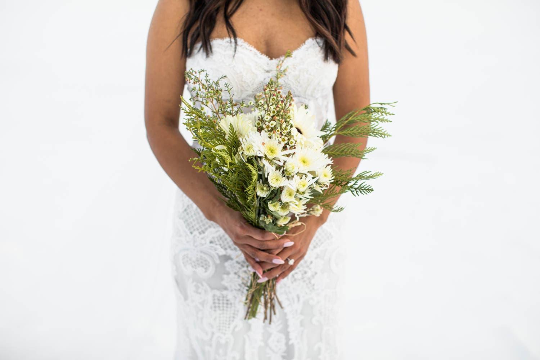 brides bouquet winter wedding